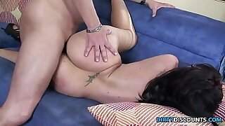 Tattooed amateur babe gags - duration 27:36