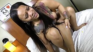 Young cougar shows off his wicked belly and pussy - duration 9:20
