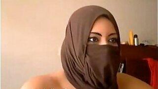 Heila Indian Masturbating On Webcam - duration 1:02
