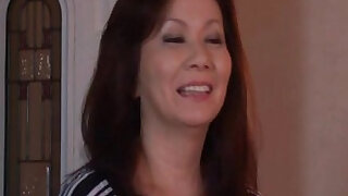 Sexy and horny mature mom - duration 5:00