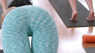 Fit blonde fucks coach in advanced class in the gym - duration 7:00