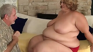 Cocksucking ssbbw gets doggystyled - duration 6:00
