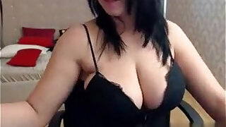 Big tits brunette babe shows off her curvy body on cam - duration 15:00
