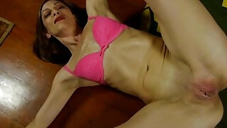 Super sexy old spunker fucks her soaking wet pussy - duration 11:00