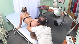 Patient pussylicked by doctor at hospital - duration 10:00
