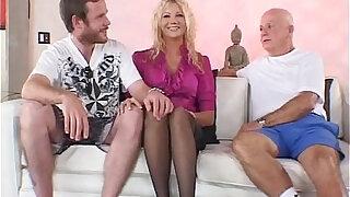 Swinger Blonde amateur MILF Wants A New Man - duration 7:00