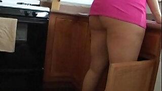 Sara jay in this kitchen - duration 20:00
