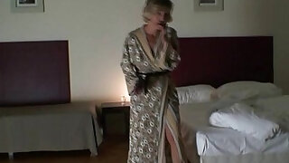 Two robbers bang lonely widow - duration 6:00