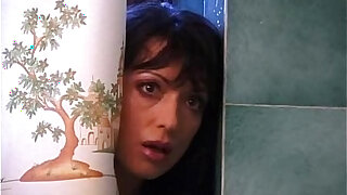 Cute brunette fucking in the bathroom - duration 20:00