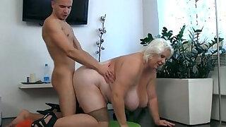 Dude fucks blonde slut - duration 6:00